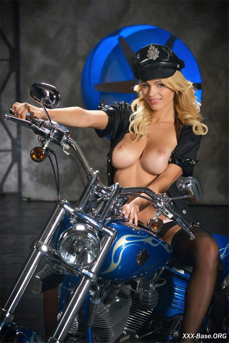 eroticheskie-politseyskie-devushki