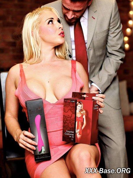 Грудастая блондинка отблагодарила мужика за шикарные подарки