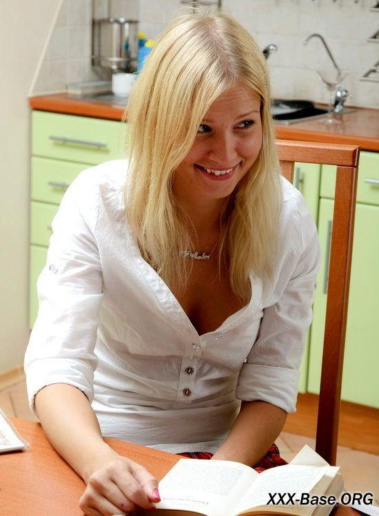 Молоденькую блондинку не смутило предложение трахнуться в задницу