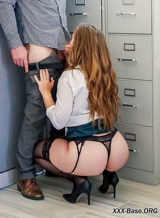 Развратница Лена Пол устроила в своем офисе настоящий секс-беспредел