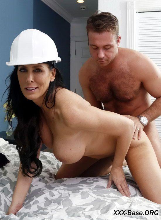 Похотливая мамочка притащила домой строителя чтобы изменить мужу